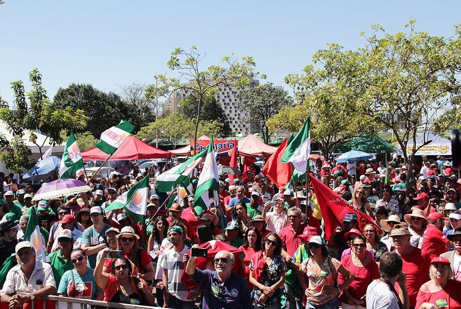 Gilberto Carvalho diz que erros do PT não justificam