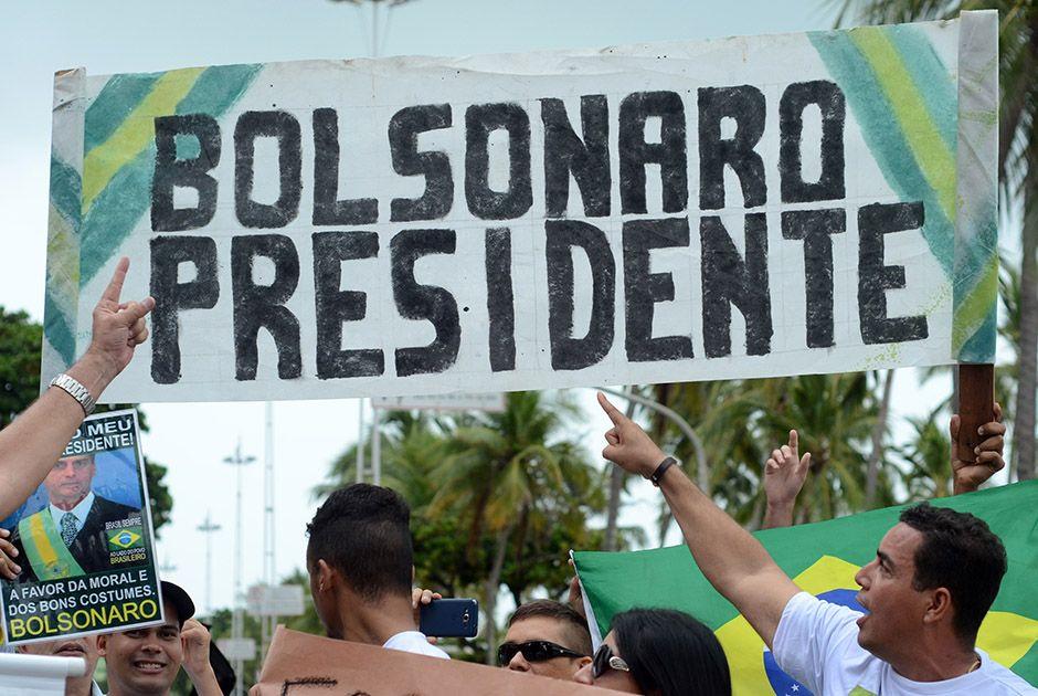 Manifestantes fazem atos de apoio a Bolsonaro