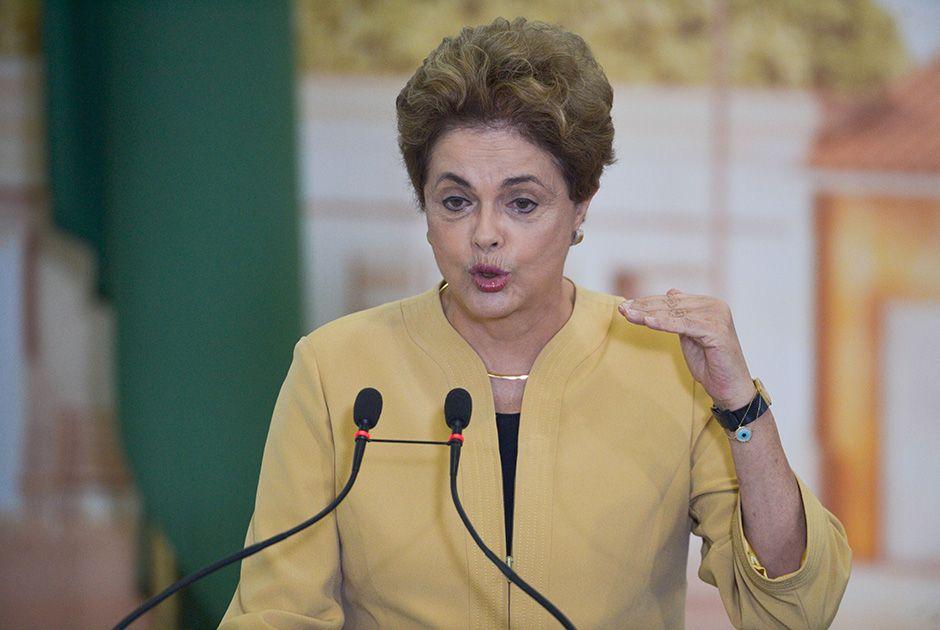 Dilma busca apoio para propor novas eleições