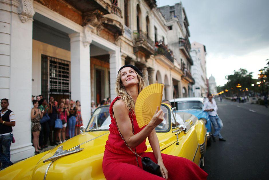 Gisele Bündchen e Vin Diesel prestigiam desfile da Chanel em Cuba