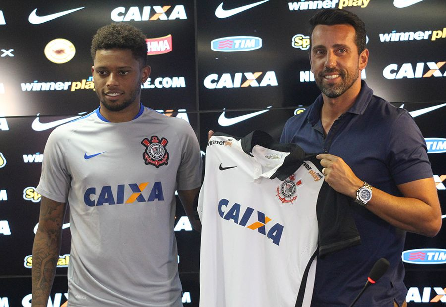 """Edu Gaspar pede """"cabeça no lugar"""" no Corinthians"""