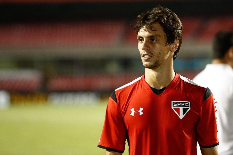 Lazio conversa com Rodrigo Caio, que pode sair