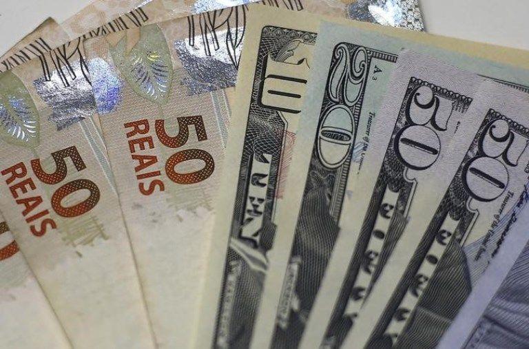 Dólar sobe 7,9% e BM&F Bovespa fecha em queda de 8,8%