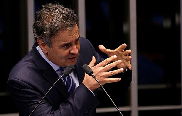 Aécio quer discutir dois pontos da reforma política