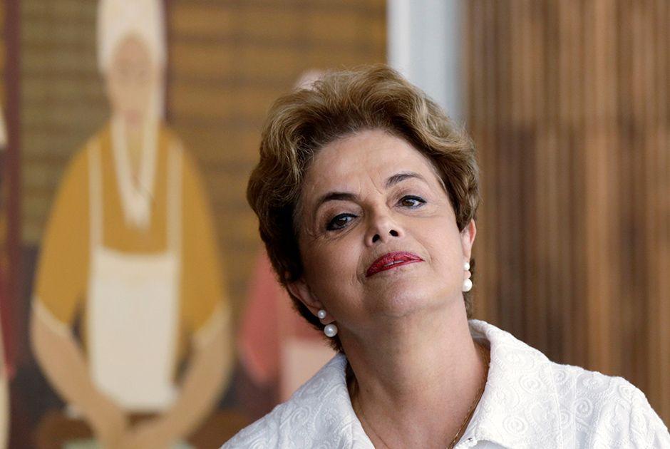 Dilma estaria avaliando possibilidade de renúncia / Ueslei Marcelino/Reuters