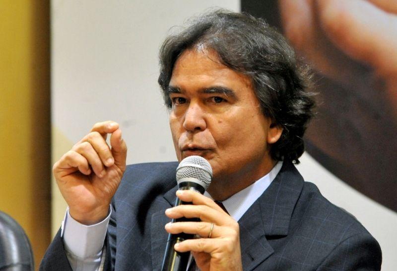 Ministro da Saúde, José Gomes Temporão, durante a divulgação do balanço do programa Brasil Sorridente