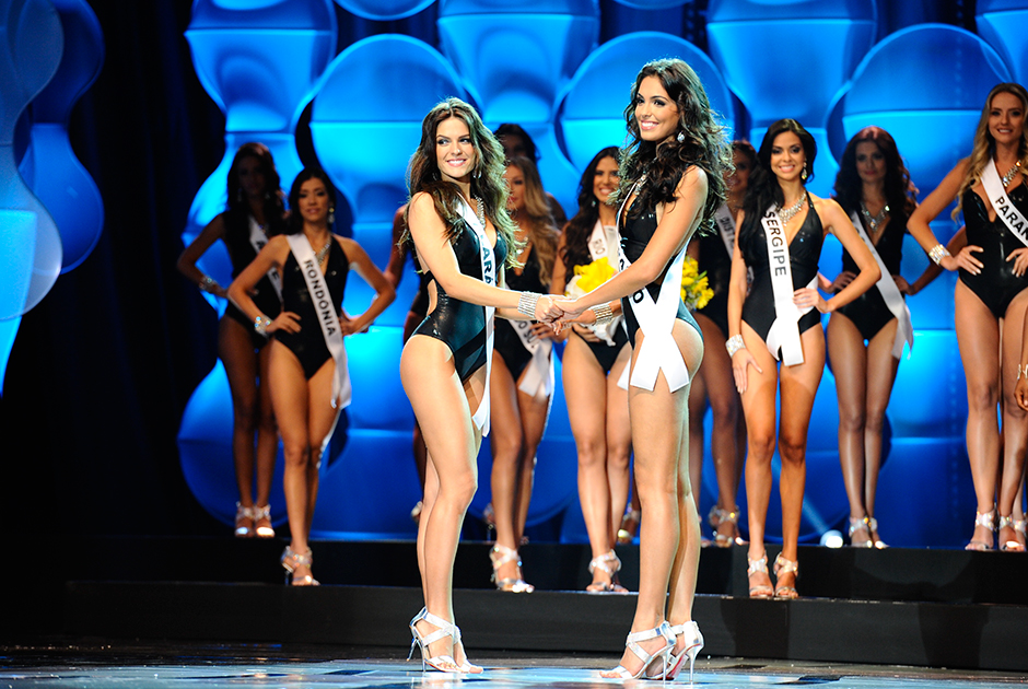 Miss São Paulo e Miss Ceará na disputa pelo título de Miss Brasil