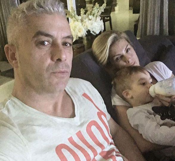 Ana Hickmann posa em momento família após ataque