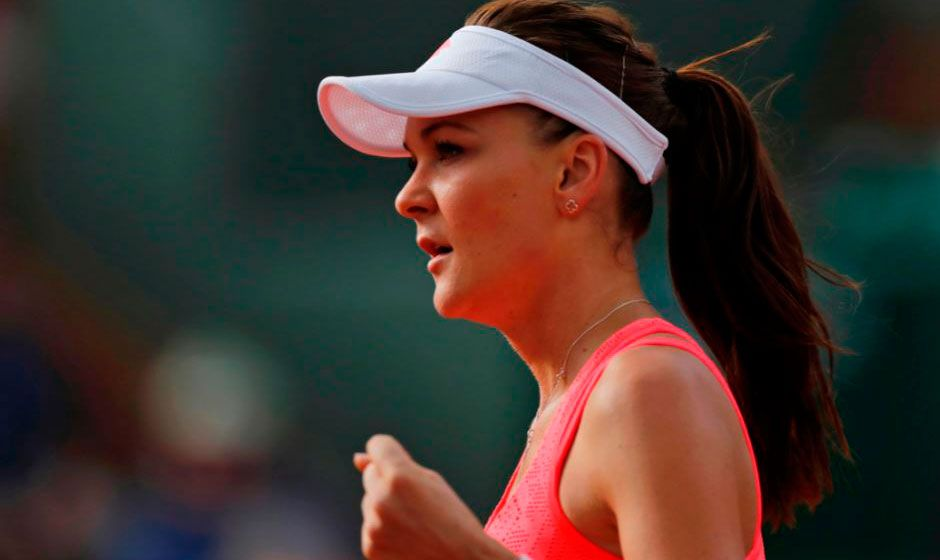 Radwanska vence francesa e avança à terceira rodada