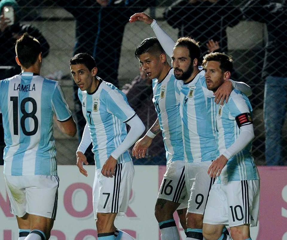 Messi sofre lesão em amistoso da Argentina