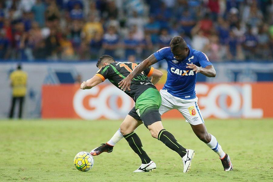 Sob vaias da torcida, Cruzeiro empata com América-MG