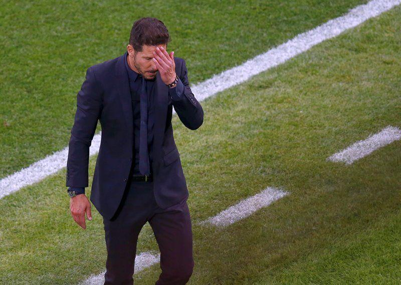 Simeone 'vai pensar' sobre permanência no Atlético