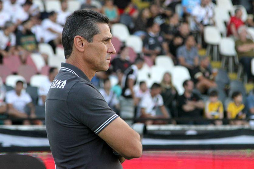 Vasco encara Bragantino para se manter na liderança