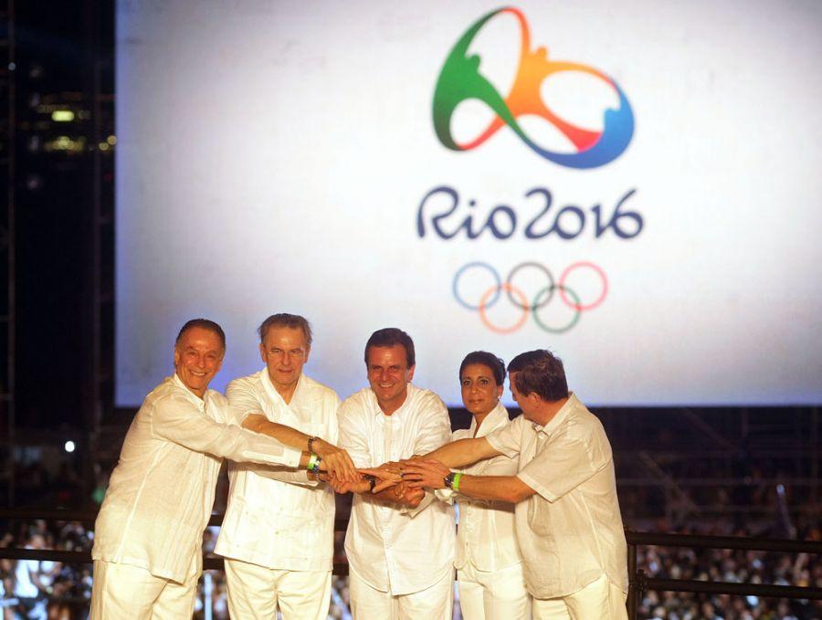 Carlos Arthur Nuzman, Jacques Rogge, Eduardo Paes, Nawal El Moutawakel e Gilbert Felli, durante a cerimônia de lançamento da logomarca / Foto: Marcos de Paula/AE