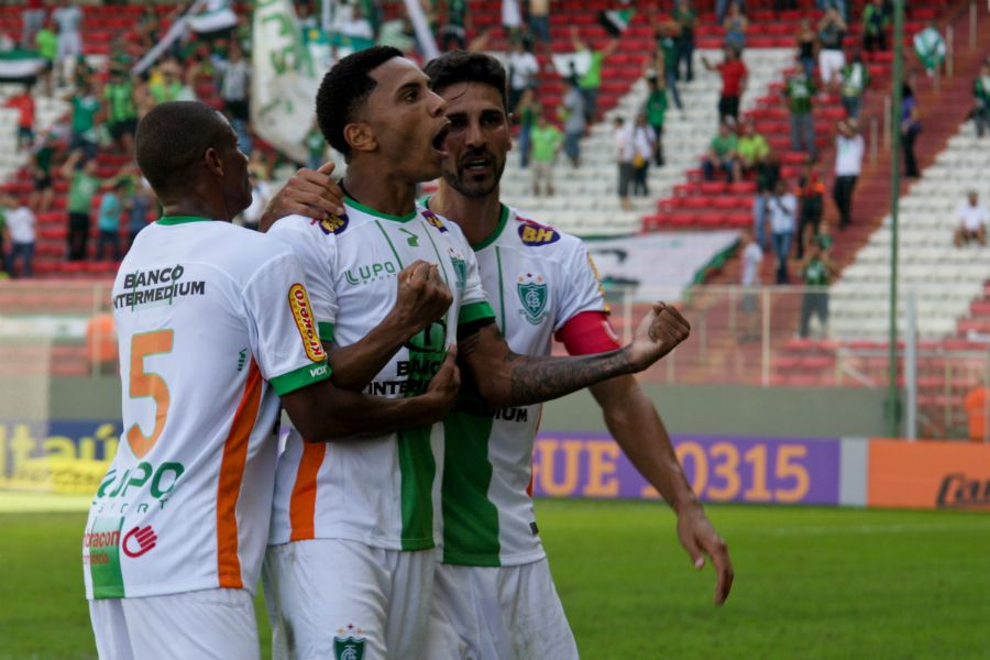 Meia do América-MG interessa ao Santos para 2017