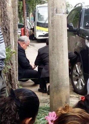Por orientação policial, arcebispo e demais passageiros saíram do veículo para se protegerem / Reprodução
