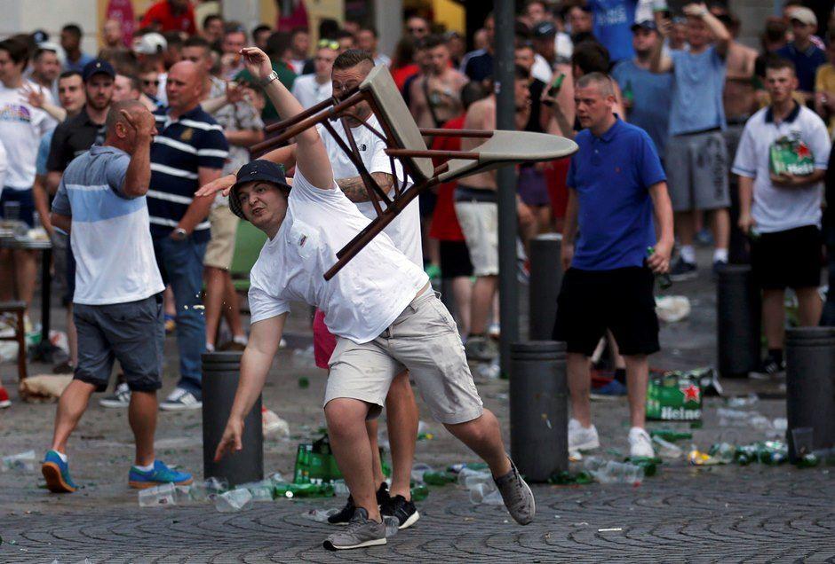 Russos protagonizaram brigas na última Euro / Jean-Paul Pelissier/Reuters