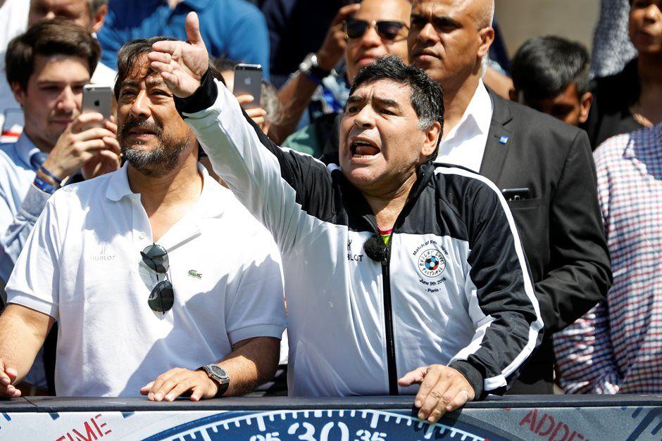 Maradona vai apoiar a Argentina na final da Copa Davis