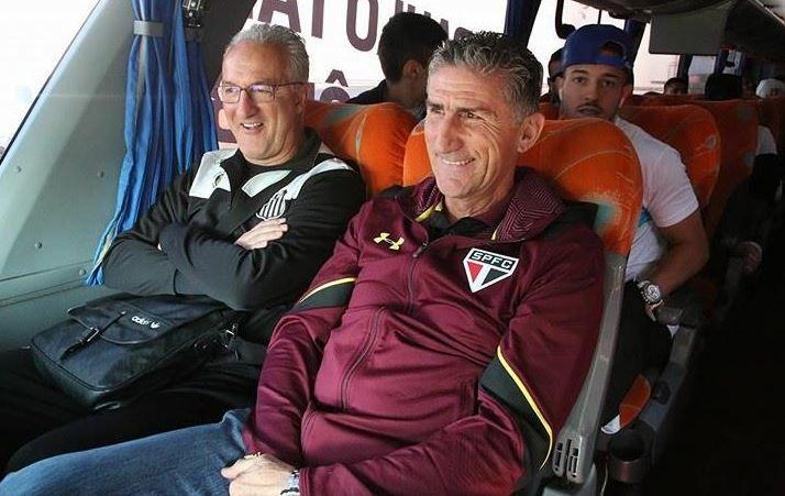 Santos e São Paulo chegam ao Pacaembu no mesmo ônibus
