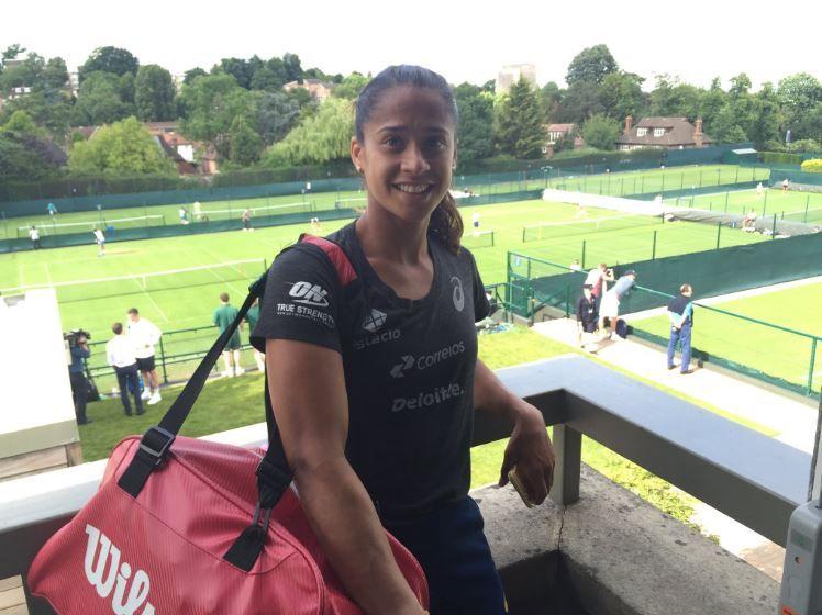 Teliana leva virada e é eliminada na estreia em Wimbledon