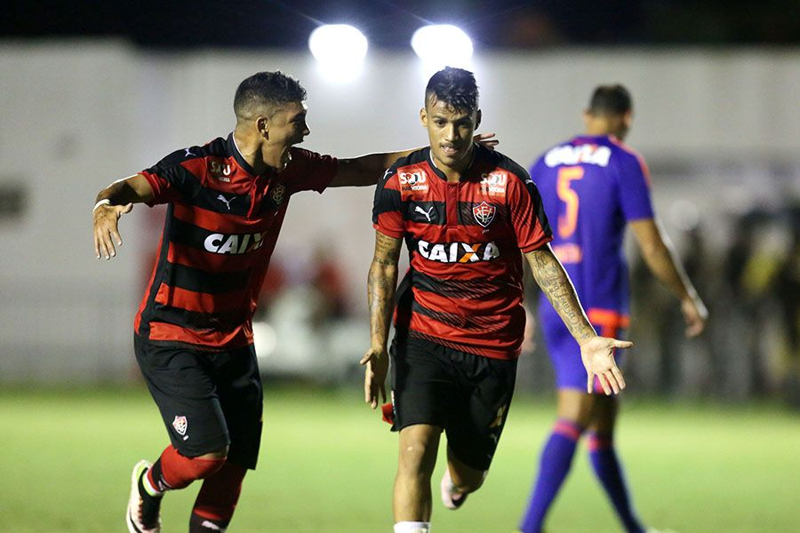 Vitória derrota Sport e se afasta da zona de rebaixamento
