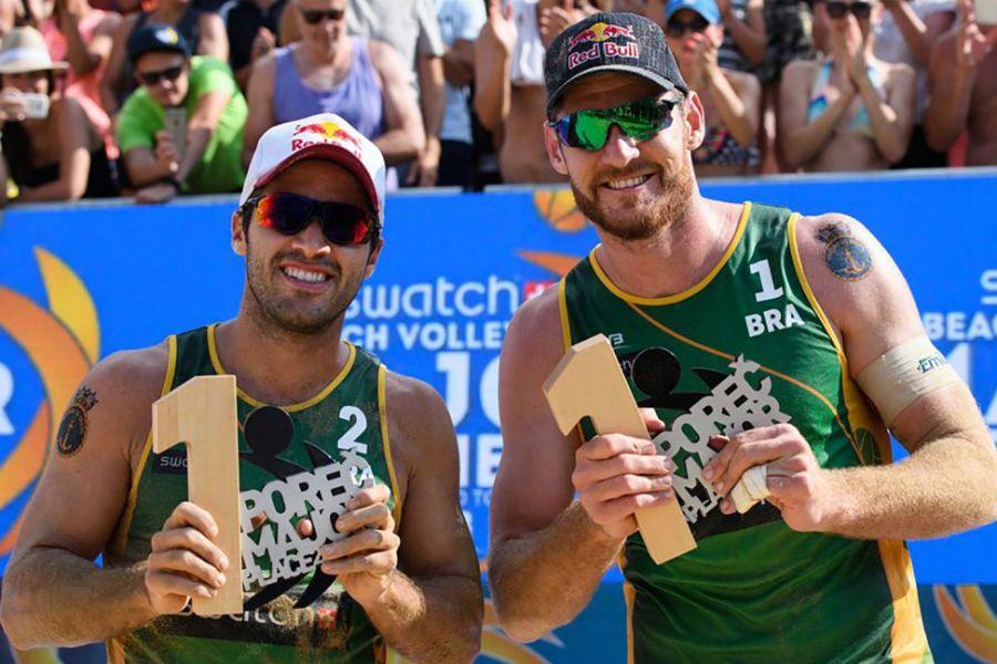 Alison e Bruno Schmidt faturam título de vôlei de praia