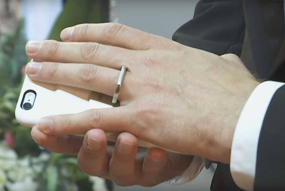 Homem se casa com smartphone em Las Vegas