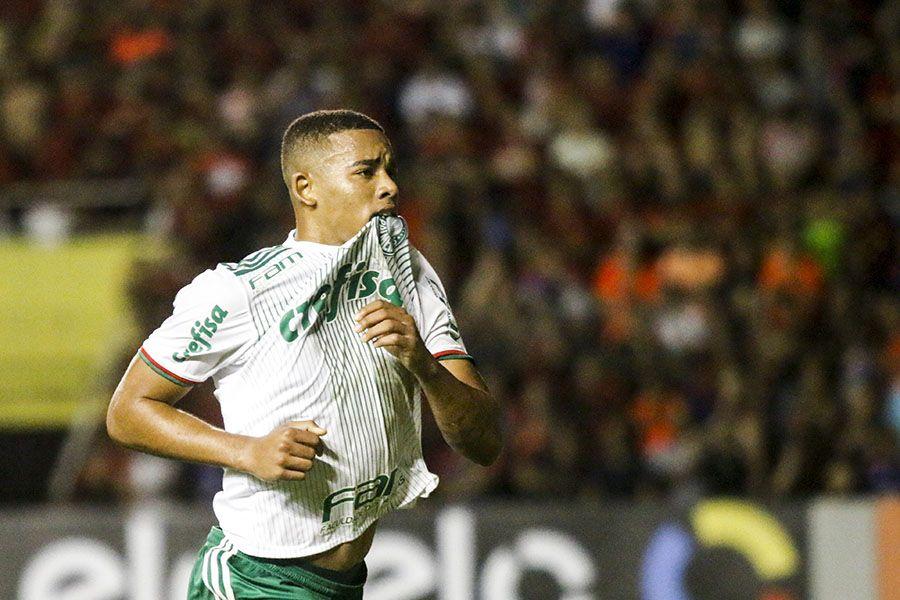 Antes da seleção, G. Jesus pede conselhos para Cuca no Palmeiras