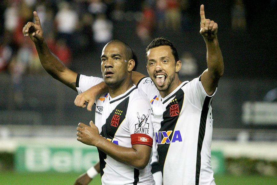 Vasco volta a vencer e segue líder da Série B