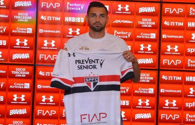 Gilberto se coloca à disposição para enfrentar Corinthians