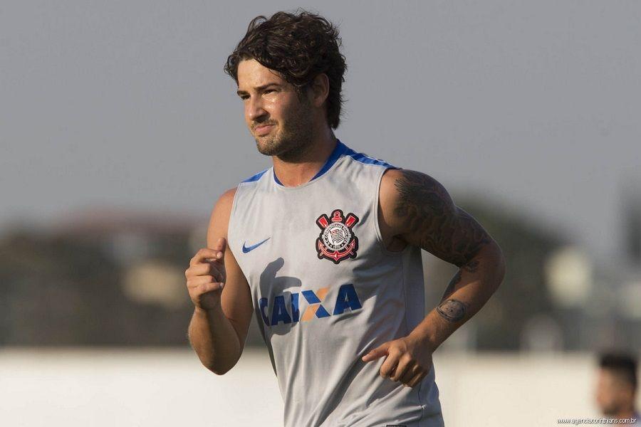 Corinthians admite interesse do Villarreal em Pato