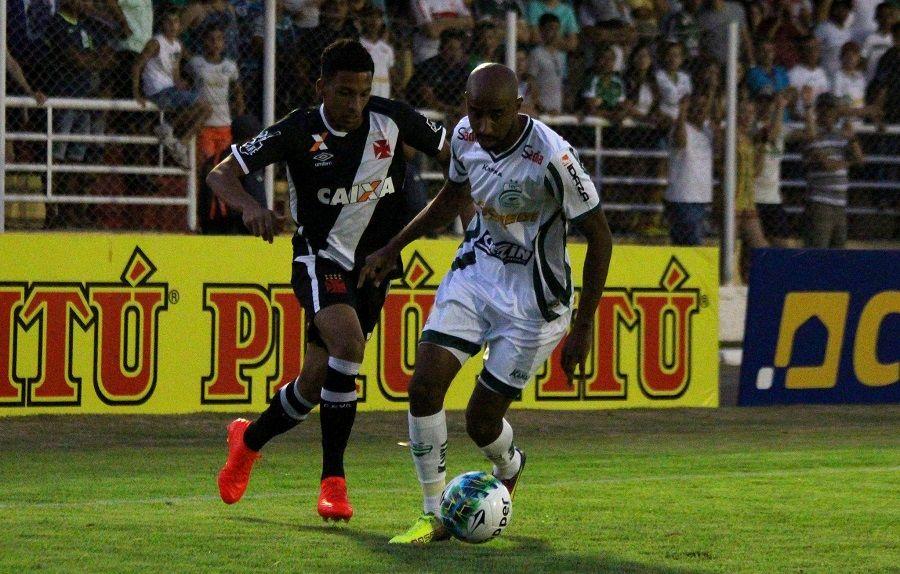 Vasco cede empate, mas segue líder da Série B do Brasileiro
