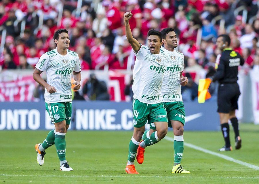 Palmeiras vence Inter e segue na liderança