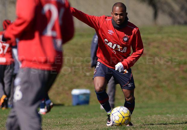 Cristóvão pede chegada de reserva do Atlético-PR