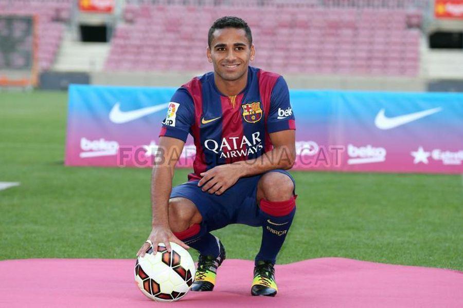 Douglas pode trocar Barcelona pelo Sporting de Gijón, diz jornal
