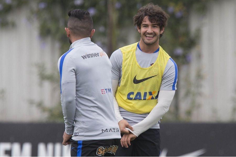 Corinthians tem o terceiro trio de ataque mais caro do Brasil