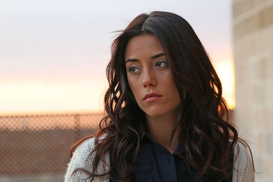 Cansu Dere diz que novela não pode mudar realidade na Turquia
