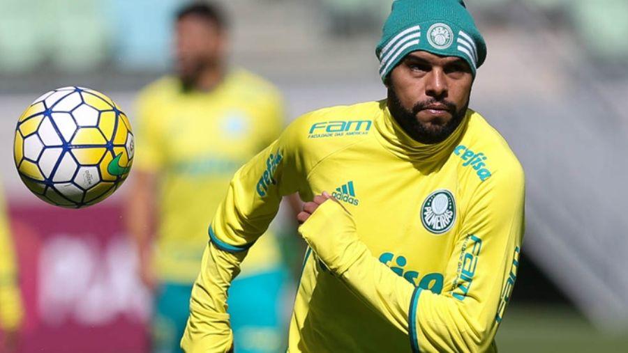 Alecsandro é relacionado para duelo contra o Atlético-MG