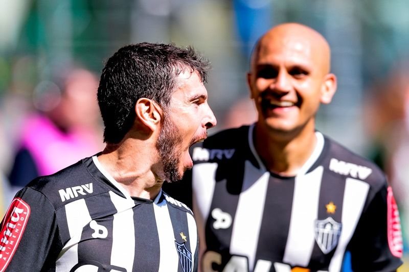 Atlético-MG vence líder Palmeiras e mantém jejum