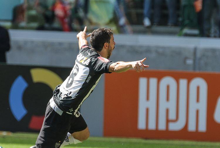 Leandro Donizete comemora retorno ao Atlético-MG com gol