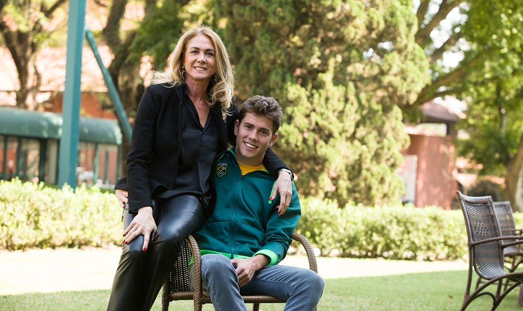 Filho de Hortência recebe conselhos da mãe sobre foco dentro da Vila Olímpica