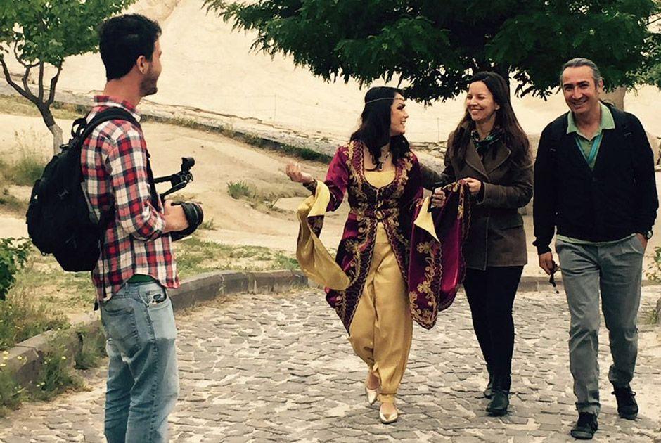 Veja fotos dos bastidores do clipe de Vai Chegar