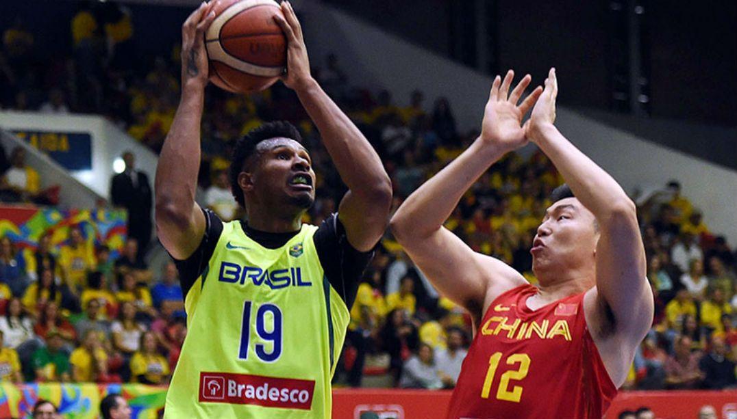 Com Nenê no banco, Brasil atropela a China em jogo amistoso