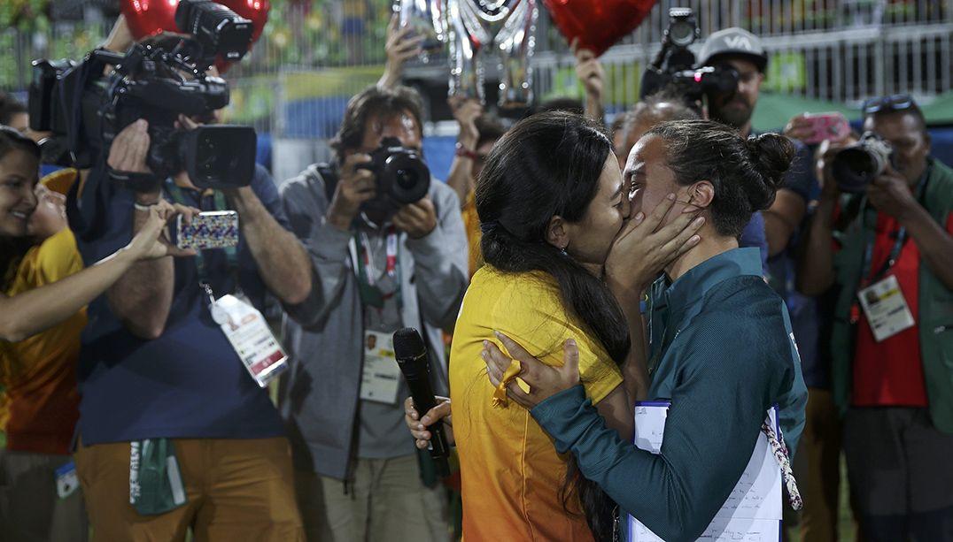 Brasileira do rúgby é pedida em casamento por namorada