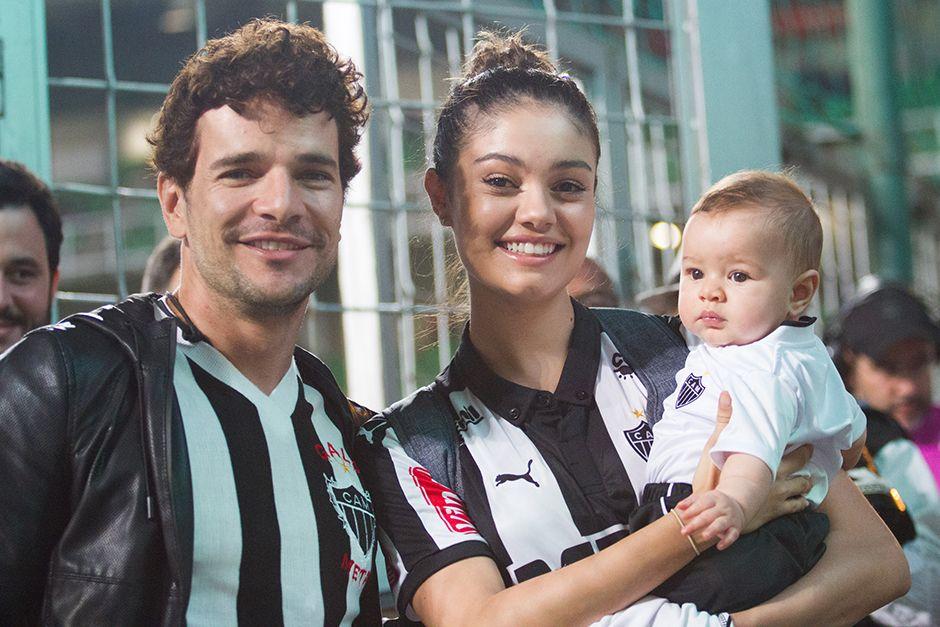 Daniel de Oliveira e Sophie Charlotte posam com o herdeiro / Doug Patricio/BPP/AgNews