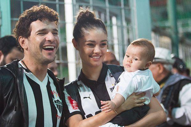 Daniel de Oliveira e Sophie Charlotte posam com o herdeiro Otto / Doug Patricio/BPP/AgNews