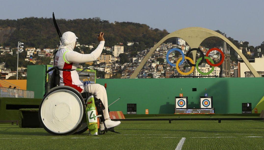 Segunda paratleta em Olimpíadas, iraniana perde no tiro com arco