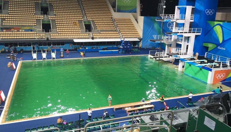 Cor da água assusta atletas dos saltos ornamentais