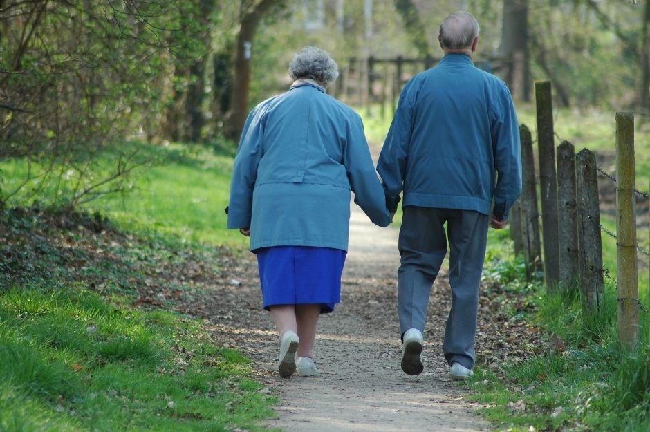 Publicada lei que garante prioridade a idosos maiores de 80 anos