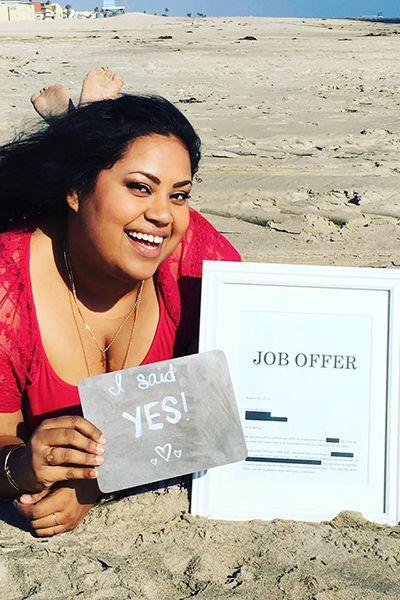 Mulher faz ensaio romântico com oferta de emprego